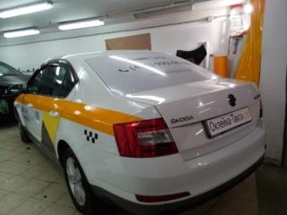 «Skoda Octavia» - оклейка по ГОСТ и брендирование Яндекс Такси